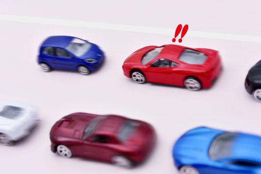 高齢ドライバーの事故を防ぐ。後付けできる【アクセル踏み間違い防止グッズ】まとめ